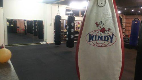 サンドバッグ - キックボクシングジム