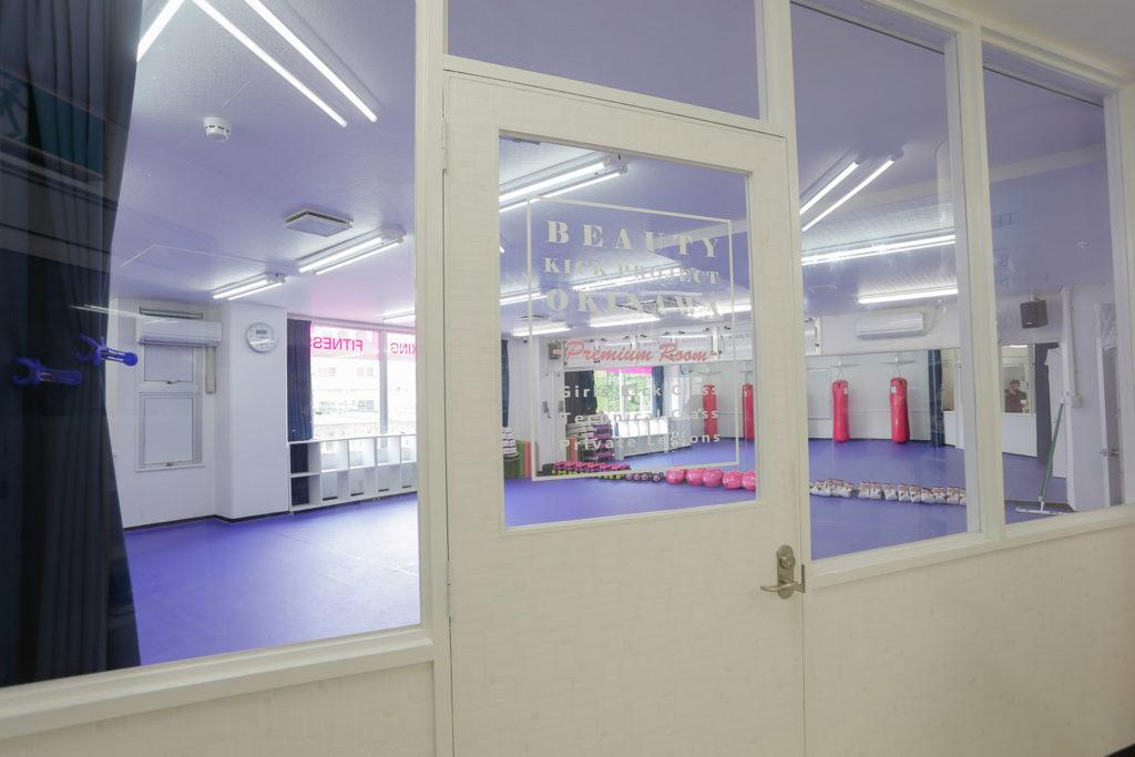 入り口から見たBeauty Kick Projectルーム - キックボクシングジム
