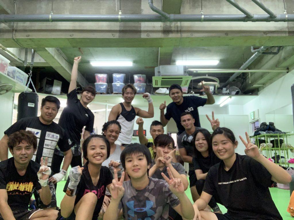 メンバーの集合写真 - キックボクシングジム