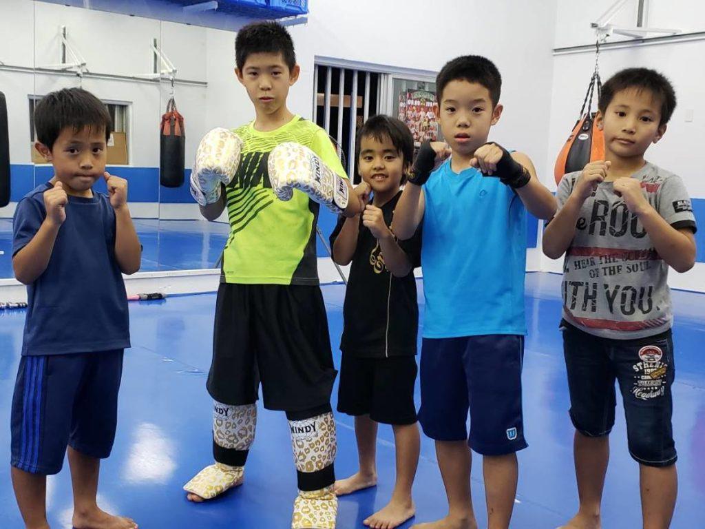 ワイルドシーサー沖縄・南風原ジムのキッズコースのメンバー - キックボクシングジム