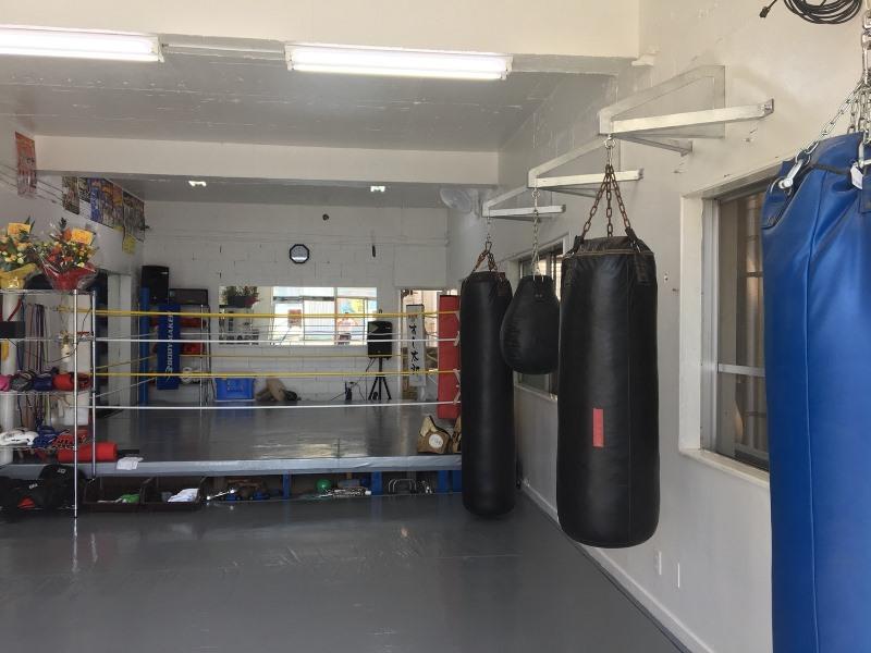 ワイルドシーサー沖縄・石垣ジムの昼の内観 - キックボクシングジム