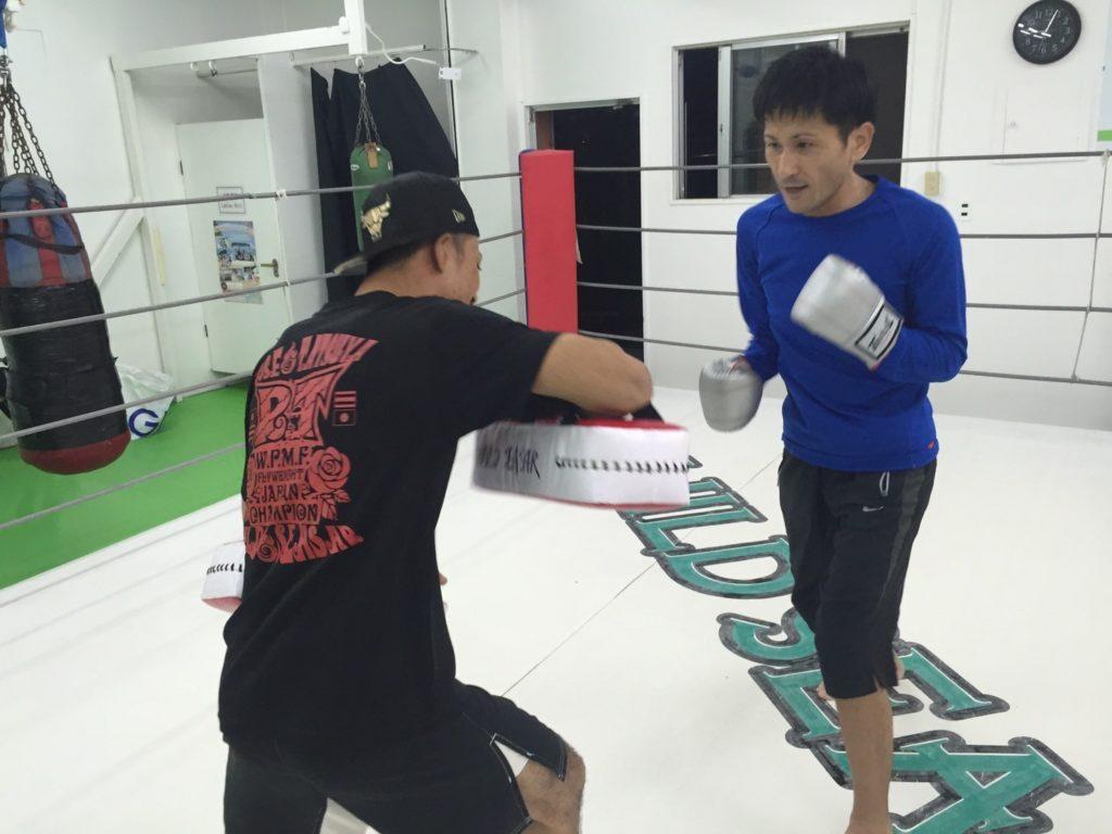 コザ店舗の練習風景2 - キックボクシングジム