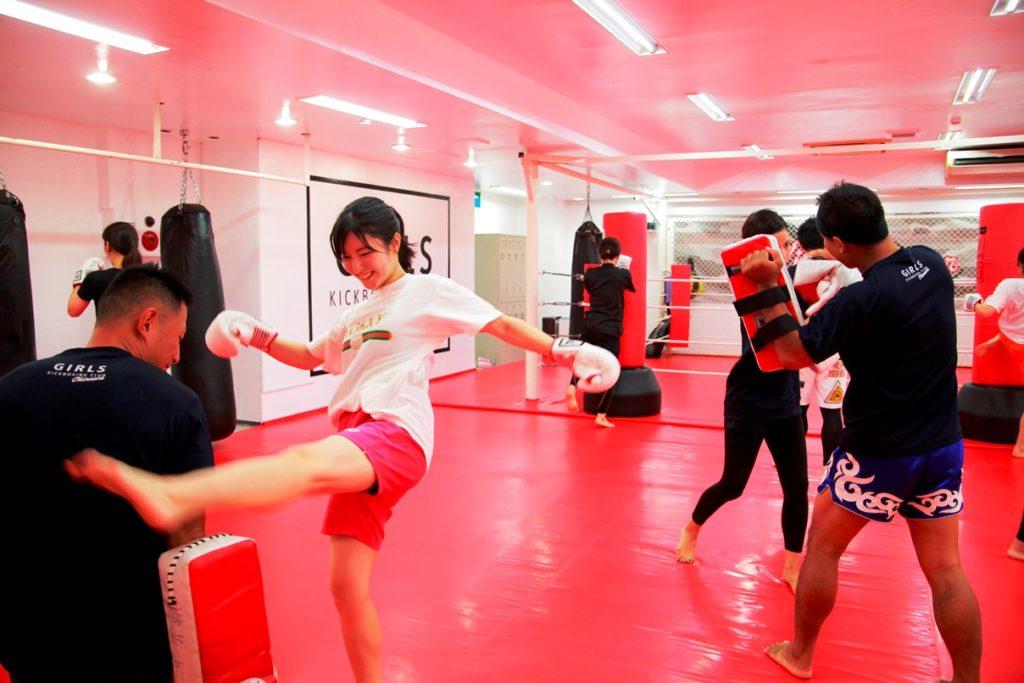 ワイルドシーサー那覇支部(山下町)・ガールズ練習風景 - キックボクシングジム