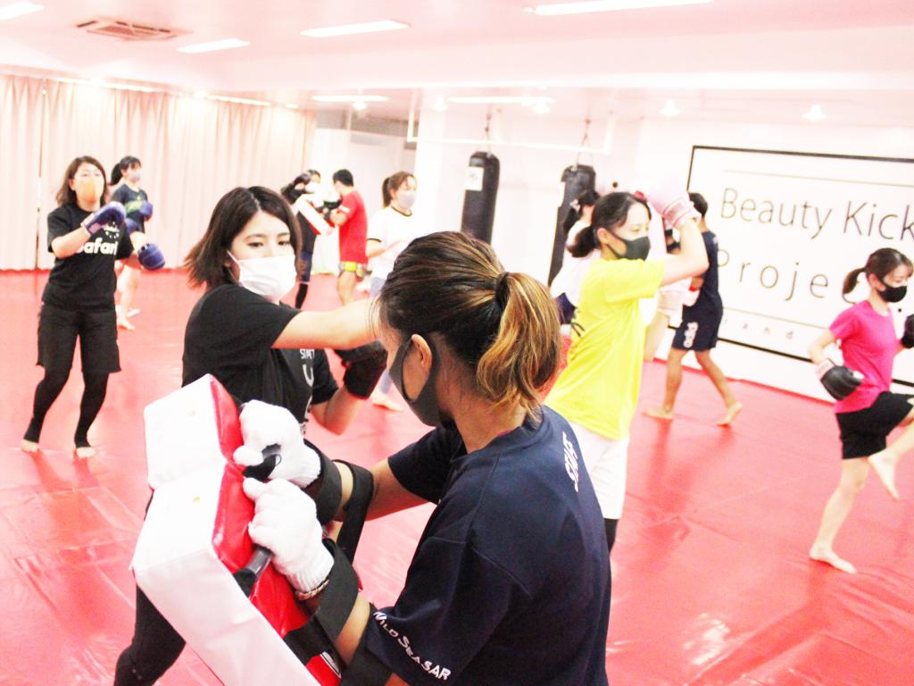 ワイルドシーサー那覇支部(山下町)・Beauty Kick練習風景 - キックボクシングジム
